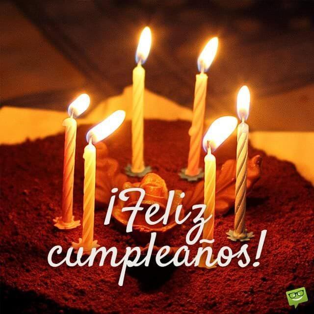 pastel y feliz cumpleaños