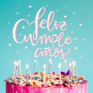 pastel de feliz cumpleaños con velitas
